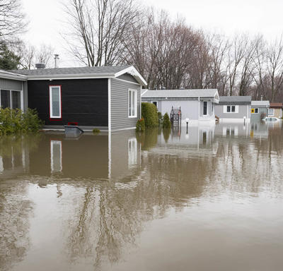 The streets of Ste-Marthe-sur-le-Lac are flooded.
