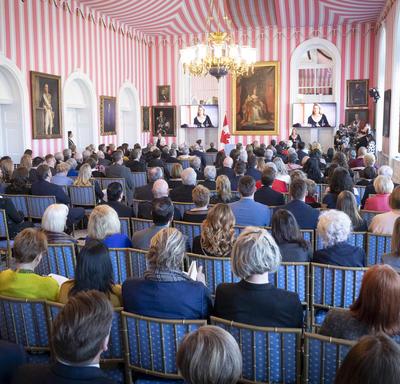 Une photo de la salle où la cérémonie a eu lieu