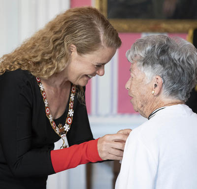 Elizabeth Hillman Waterston accepts her medal from the Governor General