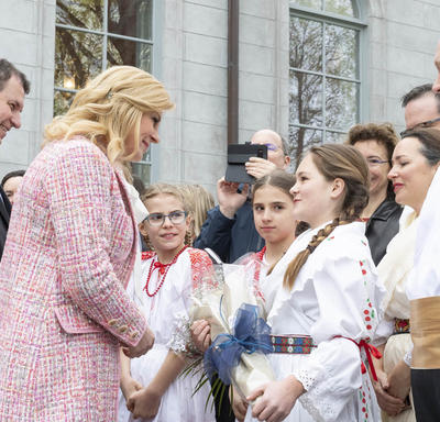 The President met children from the Croatian community.