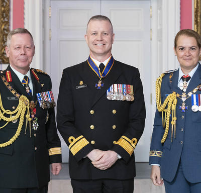 Chief of the Defence Staff of the Canadian Armed Forces General Jonathan Vance and the Governor General pose with Rear-Admiral Arthur Gerard McDonald, C.M.M., M.S.M., C.D.