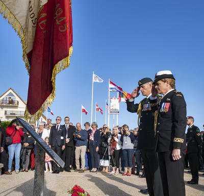 The Governor General presented a wreath on this occasion.