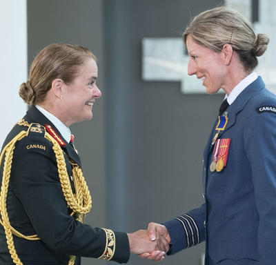Lieutenant-Colonel Catherine Jocelyne Marchetti shakes hands with the Governor General.