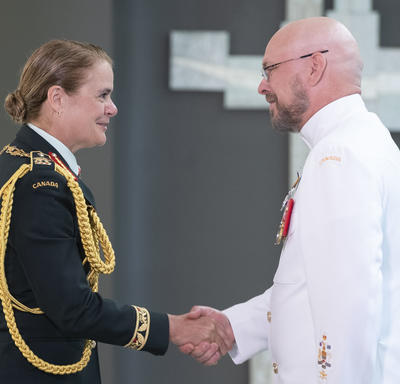 Chief Petty Officer 1st Class Daniel Eugene Campbell shakes hands with the Governor General.