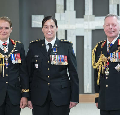 Captain Maryse Yolande Nancy Guay poses for a photo with the Governor General and the Chief of the Defence Staff.