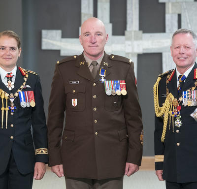 Chief Warrant Officer Richard Plante poses for a photo with the Governor General and the Chief of the Defence Staff.