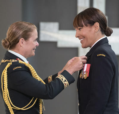 Commander Kelly Williamson accepts her medal from the Governor General.