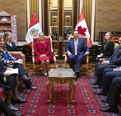 La gouverneure générale et d'autres membres de la délégation canadienne ont rencontré Son Excellence Martín Vizcarra, président de la République du Pérou.