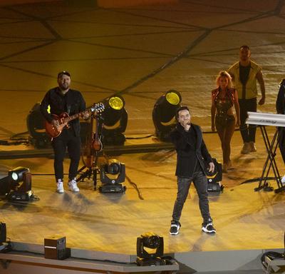 Singer Luis Fonsi performed.