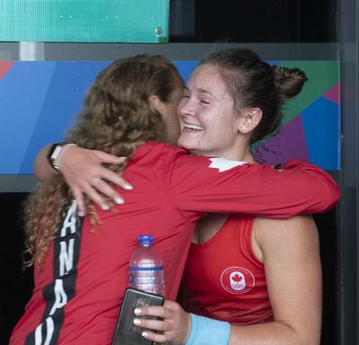 La gouverneure générale a rencontré la joueuse de squash Hollie Naughton après le match.
