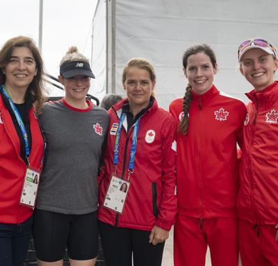 La gouverneure générale a rencontré les athlètes canadiens du pentathlon moderne après la compétition.