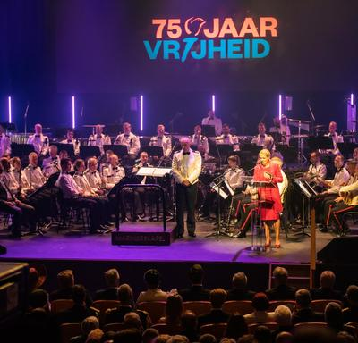 The Governor General delivers a speech at the commemorative ceremony in Terneuzen, orchestra behind.