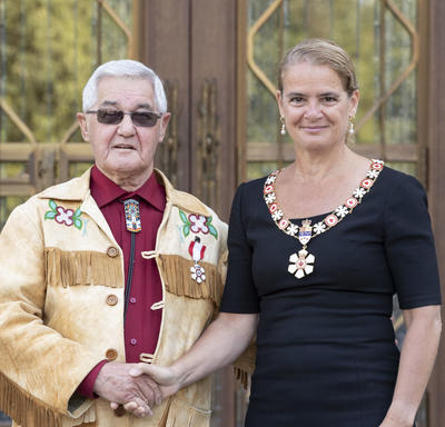 The Governor General shakes hands with a recipient during an Order of Canada ceremony.