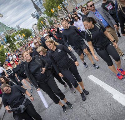 A photo of the Governor General among the crowd taking part in the GCWCC 5 km Walk Run Roll.