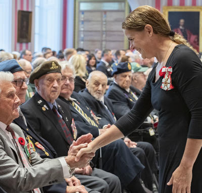 The Governor General shakes hands with a veteran during the launch of the 2019 National Poppy Campaign.