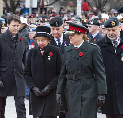 The Governor General stands next to the Silver Cross Mother at the National Remembrance Day Ceremony.
