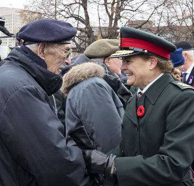 The Governor General speaks with a veteran at the National Remembrance Day Ceremony.