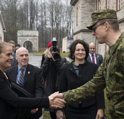 The Governor General shakes hands with NATO CCDCOE member.