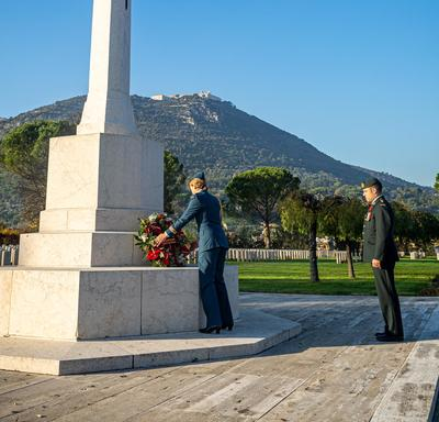 Governor General Julie Payette, wearing the Royal Canadian Air Force uniform, is laying a wreath at the Cassino War Cemetery.