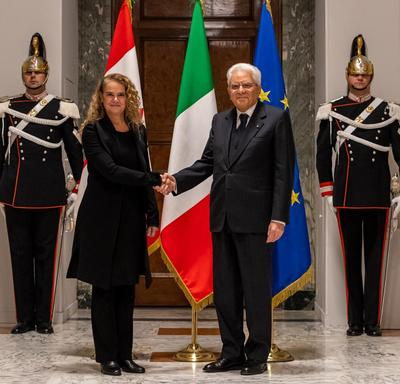 The Governor General shakes hands with the President of Italy.