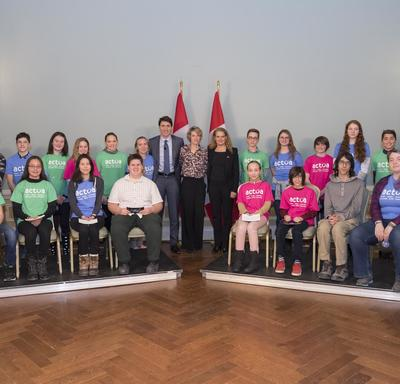 The Prime Minister, the Governor General and David Saint-Jacques`s wife, Véronique Morin, take a group photo with the youth in attendance.