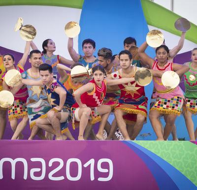 Un spectacle culturel péruvien a eu lieu lors de la cérémonie de lever du drapeau.