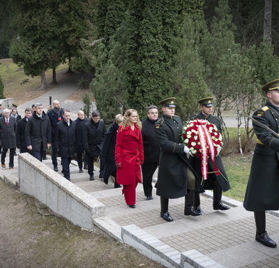 The Governor General and the delegation walked in a procession to the monument.
