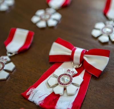 A photo of the Order of Canada insignia.