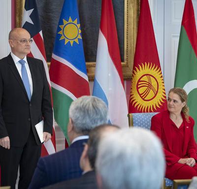 L'Ambassadeur désigné du Grand-Duché de Luxembourg se présente devant la gouverneure générale avant de lui remettre ses lettres de créance.