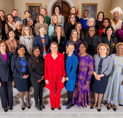 Une photo de groupe avec toutes les femmes qui ont participé à l'événement.