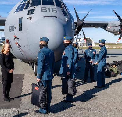 The Governor General and Commander-in-Chief of Canada talked to members of the Royal Canadian Air Force.