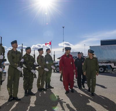In the afternoon, the Governor General headed to CFB 15 Wing Moose Jaw, were she was greeted by representatives from the Canadian Forces Snowbirds.