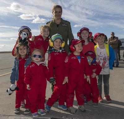 Her Excellency met with family members and children of the Snowbirds formation.