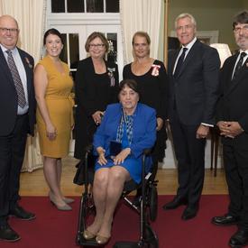 Lors de la réception en soirée, la gouverneure générale a remis une Décoration pour Service Méritoire (Division civile) et deux Médailles du souverain pour les bénévoles à trois récipiendaires.
