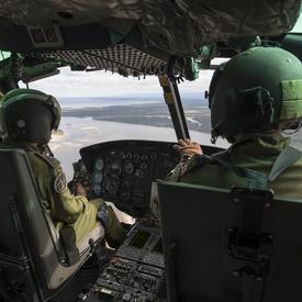 À bord de l'hélicoptère, Son Excellence a pu admirer les magnifiques paysages du Labrador.