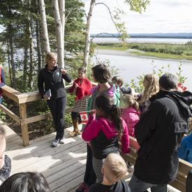 Le sentier de l'île Birch a été aménagé en partenariat avec la ville de Happy Valley-Goose Bay et un organisme sans but lucratif appelé Healthy Waters Labrador.