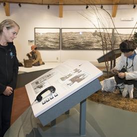 Son Excellence a aussi visité le Centre d'interprétation du Labrador à North West River.