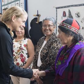 Par la suite, Son Excellence a assisté à une réception où elle a rencontré des membres de la communauté de North West River.
