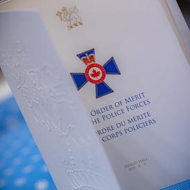 Une photo du programme de l'Ordre du mérite des corps policiers.