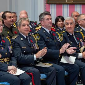Les récipiendaires de l'Ordre du mérite de la Force policière sont rassemblés lors d'une cérémonie d'investiture.
