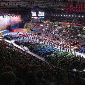 Une photo prise de l'ensemble de l'arène.