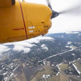 Une photo de l'hélice du CC-115 Buffalo en vol.