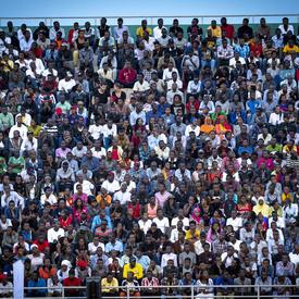Une photo du stade rempli.