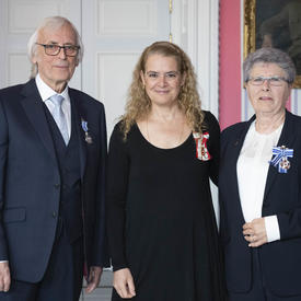 The Governor General stands between Adrian Watkinson (left) and Diana Beaupré (right).
