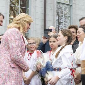 La présidente a rencontré des enfants de la communauté croate.