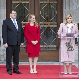 La présidente de la République de Croatie a prononcé une allocution devant Rideau Hall.