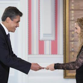 Son Excellence monsieur Juan José Ignacio Gómez Camacho, Ambassadeur des États-Unis du Mexique, a présenté ces lettres de créance.