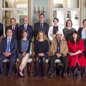 Photo de groupe des récipiendaires des Prix d'innovation du Gouverneur général et de la gouverneure générale.