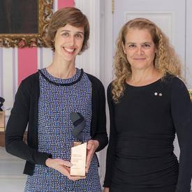 Joelle Pineau a posé pour une photo avec la gouverneure générale.