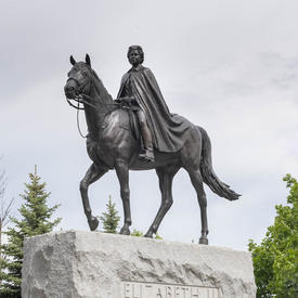 La statue équestre de la reine Elizabeth II.